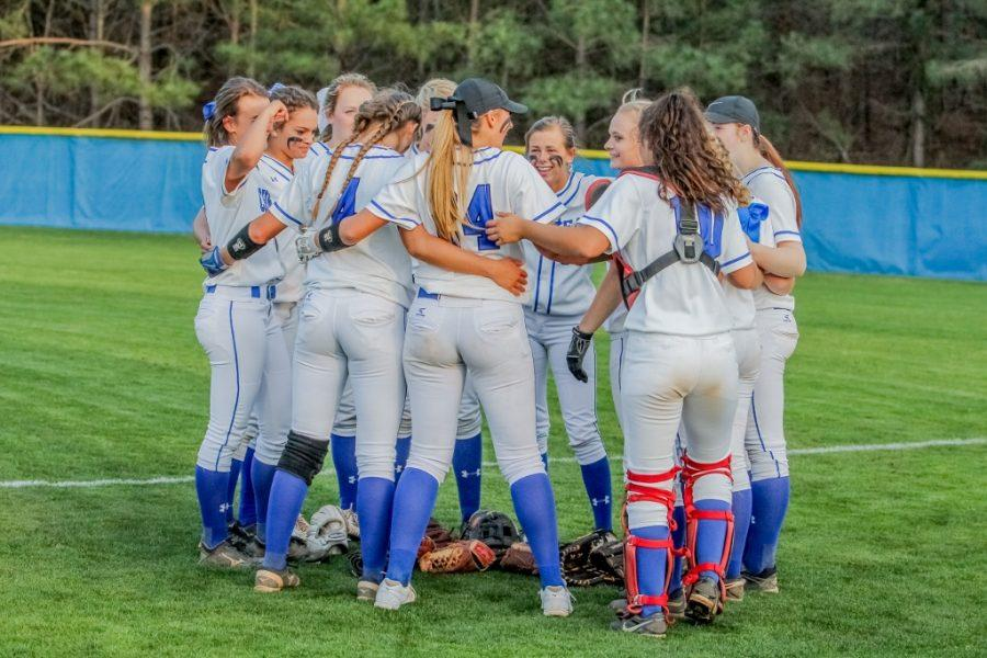 STATE+CHAMPS%3A+Hornets+roll+to+softball+title%21