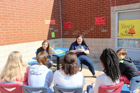Spanish club celebrates language, culture