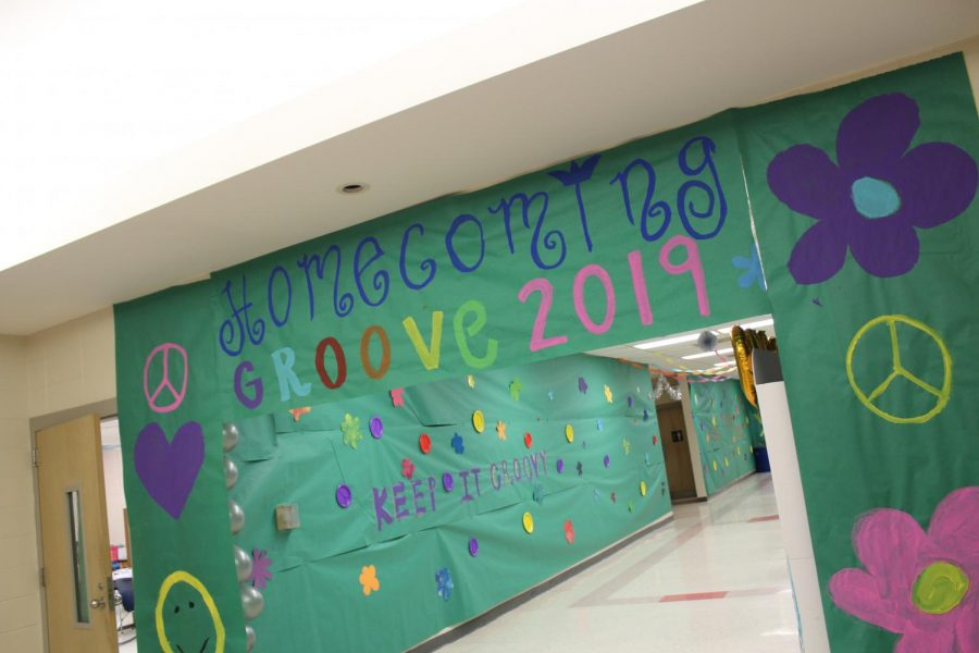 Students decorate halls for homecoming week